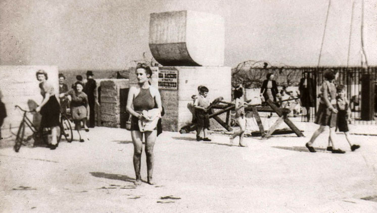 Redcar Beach in 1945
